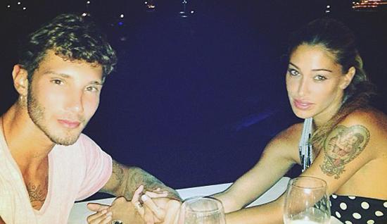 Belen Rodriguez e Stefano De Martino: Verissimo svela in anteprima gli inviti alle nozze – FOTO