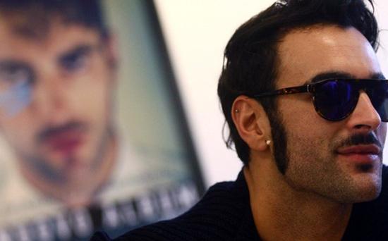 Marco Mengoni: è uscito ieri il videoclip ufficiale di Non passerai, il nuovo singolo – VIDEO