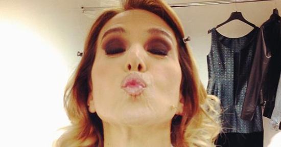 Barbara d'Urso inaugura il salotto di Domenica Live con le nozze di Belen Rodriguez: chi disprezza compra