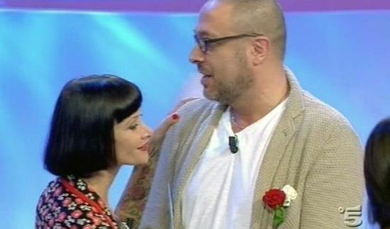 Uomini e Donne anticipazioni trono over: Massimiliano e Karine si baciano, Rossella lascia lo studio