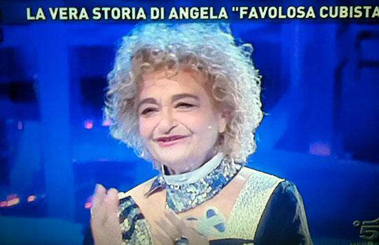 Angela Favolosa Cubista balla a Domenica Live: nessun accenno a Uomini e Donne