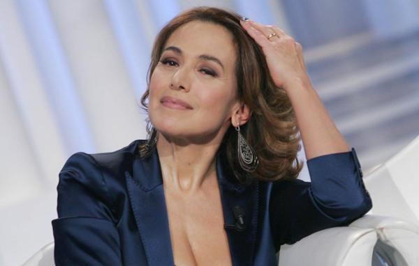 """Barbara d'Urso e le critiche, da Belen Rodriguez all'ex moglie di Massimo Di Cataldo: """"Da questa estate mi perseguita"""""""