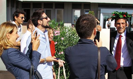 Barbara d'Urso si commuove con l'ex marito durante la laurea del figlio Gianmauro – FOTO