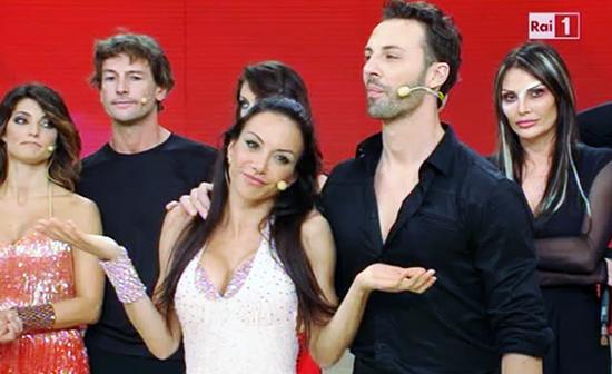 Ballando con le stelle 9: eliminata Alessandra Barzaghi, nuovo giudice e il parrucchino di Mayer – FOTO