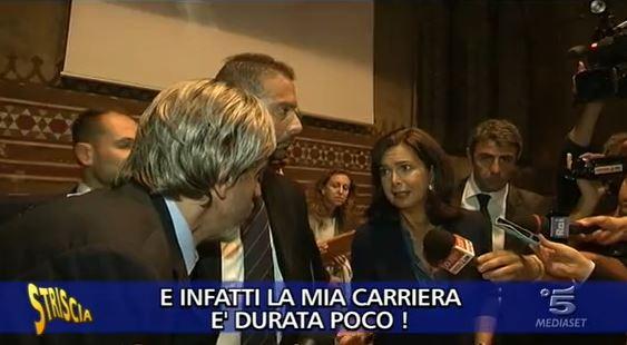 """Striscia la Notizia consegna il Tapiro a Laura Boldrini: """"Io incoerente? Assolutamente no!"""" – VIDEO"""