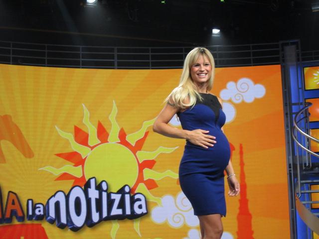 Michelle Hunziker mamma: arriva la seconda bambina. Stasera Striscia con il Gabibbo?