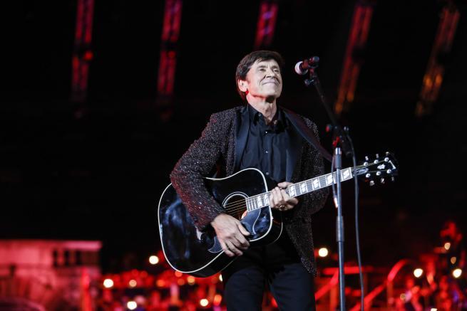 Gianni Morandi Live in Arena, stasera il secondo live su Canale 5: Checco Zalone, Cher, Amii Stewart, Nina Zilli e Noemi