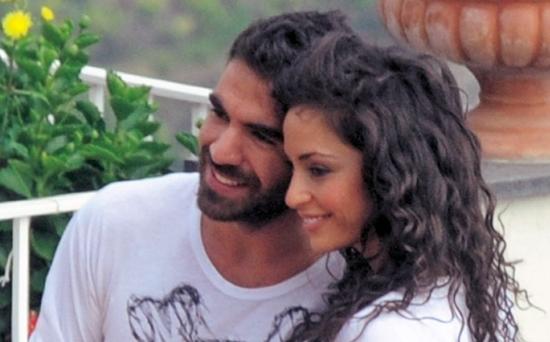 Raffaella Fico ritrova l'amore con Gianluca Tozzi, mentre Balotelli vorrebbe vedere la figlia – FOTO