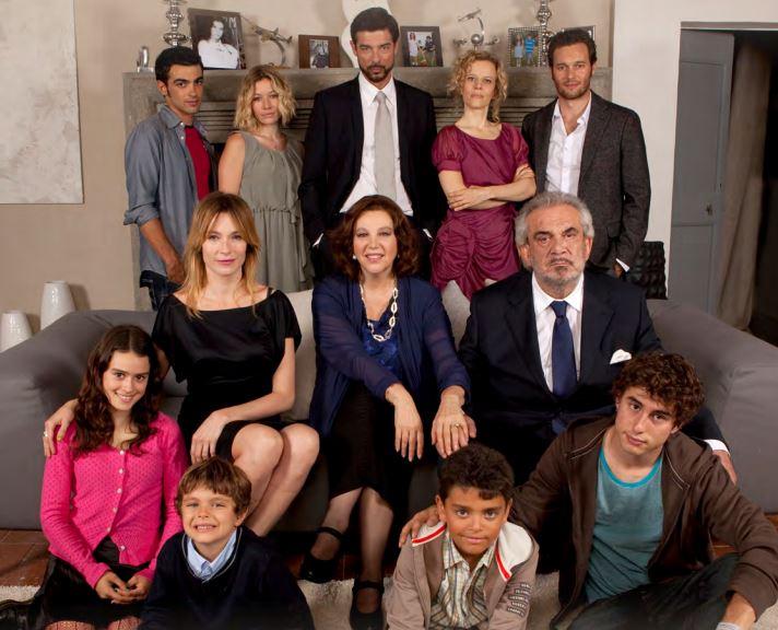 Ascolti Tv, 24 ottobre 2013: Una grande famiglia 2 a 5 mln; Matrimonio a Parigi a 4 mln
