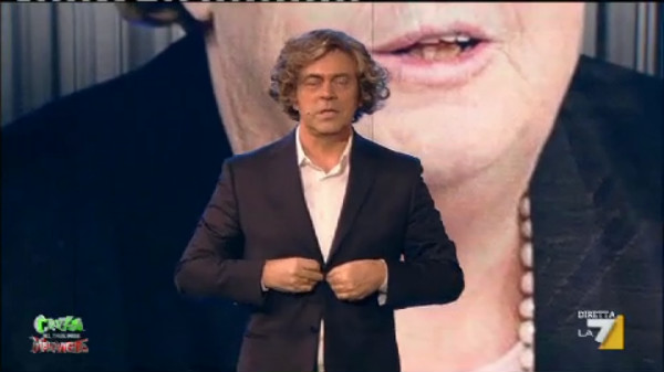 Crozza nel Paese delle Meraviglie, stasera la nuova puntata su La7 tra Razzi, Renzi e la Cancellieri