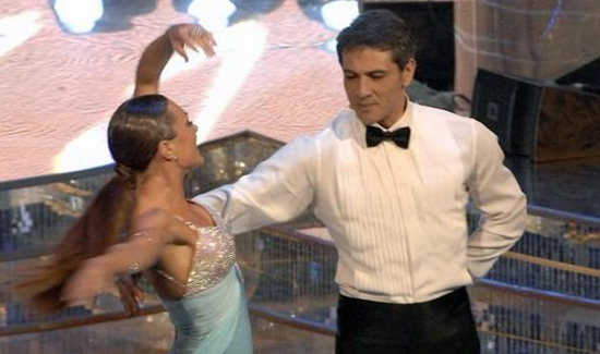 """Ballando con le stelle, Lorenzo Crespi contro Milly Carlucci: """"Non hai vinto neanche con una barella e una finta zoppa"""""""