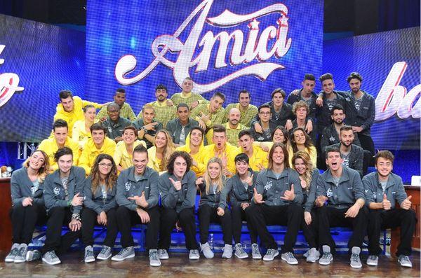 Amici 13, la prima puntata questo pomeriggio su Canale 5: i concorrenti e le novità. Laura Pausini e Moreno ospiti