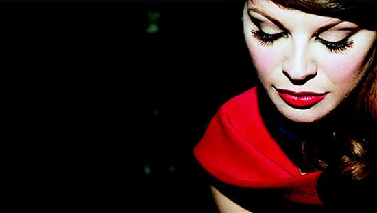 Alessandra Amoroso: il testo del nuovo singolo, Fuoco d'artificio presente in Amore puro