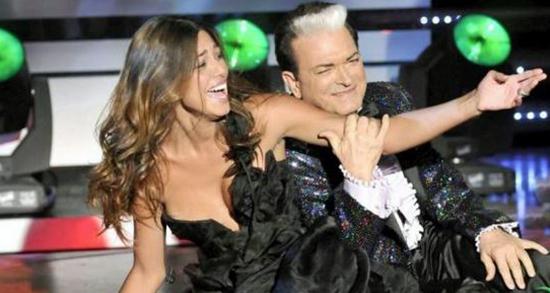 """Belen Rodriguez inciderà una canzone di Malgioglio: """"Ha un bel timbro, molto di più di cagne che si sentono cantanti"""""""