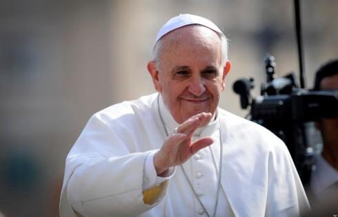 Papa Francesco e la tv: apprezzate le fiction da Don Matteo a Che Dio ci aiuti, ma non una su di lui