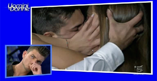 anna-emanuele-bacio-uominiedonne