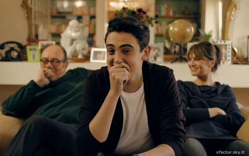 Michele Bravi, Sotto una buona stella: testo e audio. Il video, stasera su Sky Uno con Verdone e Cortellesi