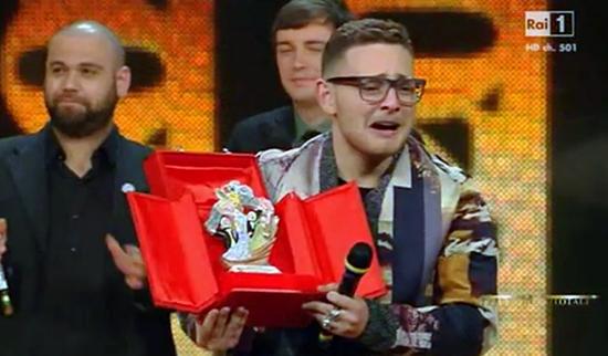 Sanremo 2014: Rocco Hunt vince la categoria Nuove Proposte con Nu juorno buono – TESTO e VIDEO