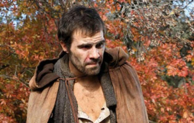 Il Segreto anticipazioni, puntata 14 marzo: Efren spaventato da Francisca e Calvario scappa dalla villa