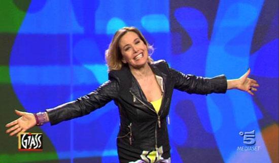 Giass, stasera la quarta puntata: Barbara d'Urso ospite, Virginia Raffaele sarà Roberta Bruzzone