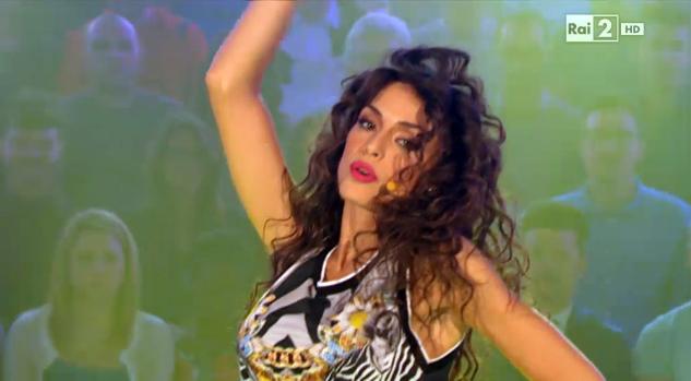 Raffaella Fico, dal calendario sexy a cantante: ecco Rush, il suo primo singolo – VIDEO