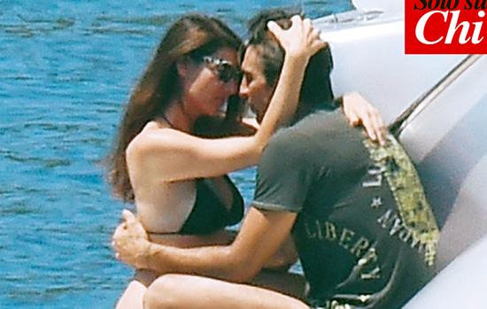 Gigi Buffon e Ilaria D'Amico ultimi giorni in Grecia e visita in una chiesetta del paese: già voglia di nozze? – FOTO