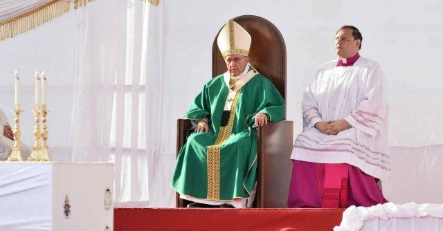 Tv2000, bestemmie in diretta tv coprono la voce di Papa Francesco: le scuse dei telecronisti