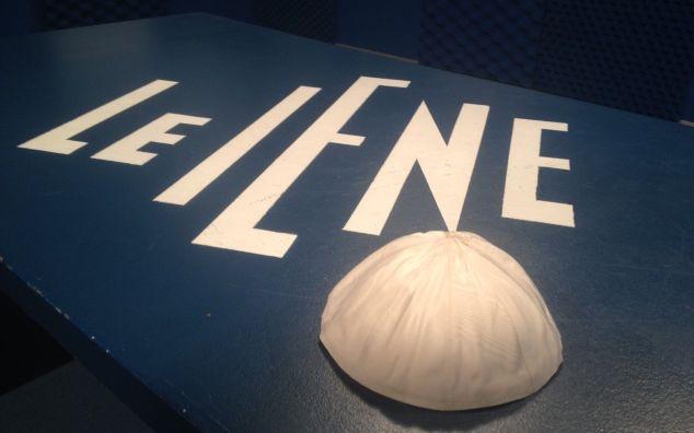 Le Iene Show, anticipazioni stasera 24 settembre: tutti i servizi e l'asta per lo zucchetto di Papa Francesco