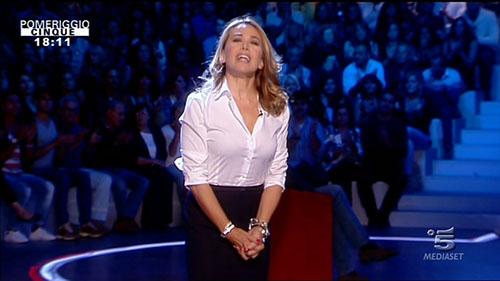 Barbara d'Urso e l'attacco di Romani: 'A Mediaset guai chi mi tocca, faccio tv di pancia non cambio per le critiche'