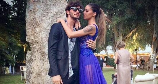Belen Rodriguez criticata per l'abito indossato alle nozze della Canalis risponde insultando una ragazzina