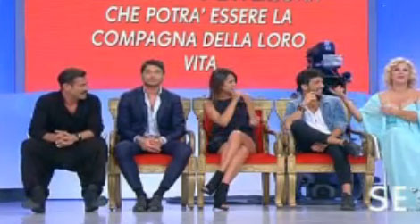 Uomini e Donne, prima puntata del 15 settembre: Andrea, Teresa e Jonas si presentano, Tina nervosa