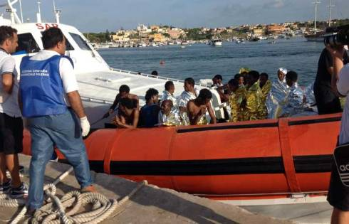 Speciale Lampedusa ad un anno dalla tragedia: stasera su RaiTre Agorà ed il film Come il peso dell'acqua