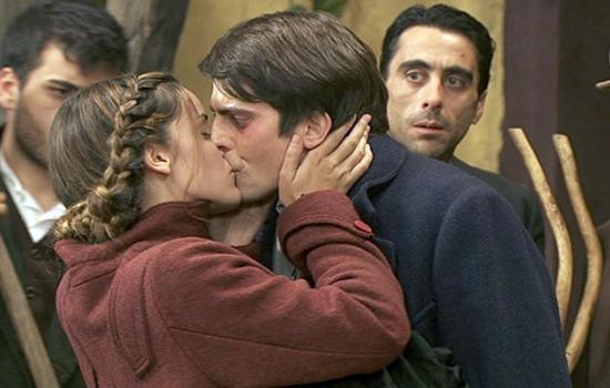 Il Segreto, anticipazioni puntata 9 dicembre 2014: Soledad e Luis si baciano davanti ad Olmo