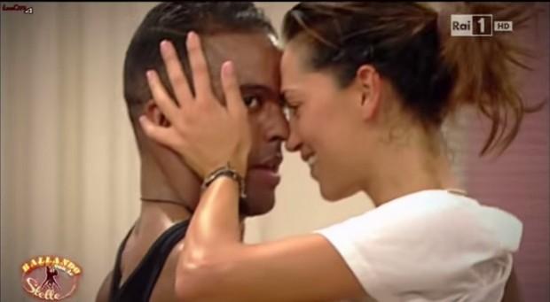 Ballando con le Stelle 2014: è amore tra Giorgia Surina e Maykel Fonts? Volano baci – FOTO