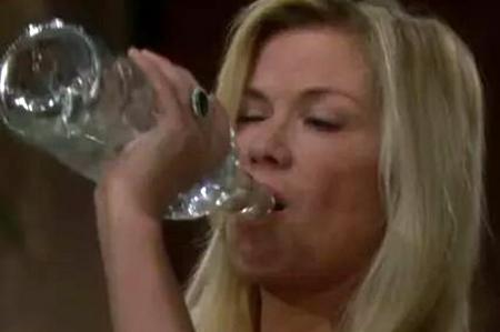 Beautiful: Brooke Logan torna dal 22 gennaio 2015; forti critiche contro Ballando con le stelle