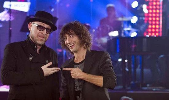 Fronte dal palco – Speciale concerto di Natale di Mario Biondi su Italia 1 con Simone Annicchiarico