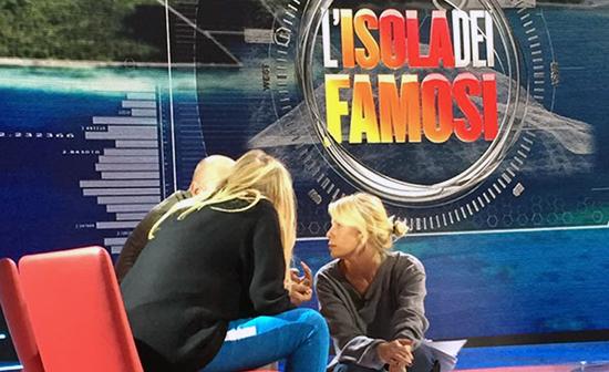 Isola dei Famosi 2015, Alessia Marcuzzi: 'Le condizioni meteo erano brutte non si poteva fare in altro modo'