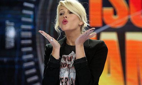Ascolti Tv, 26 gennaio 2015: Isola dei Famosi 2015 a 6,2 mln; Max e Hélène a 4,6 mln; Com'è bello far l'amore a 2,4 mln