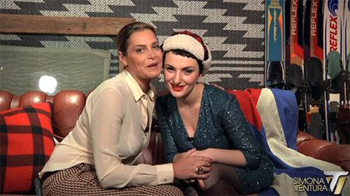"""Arisa e Simona Ventura pace fatta, dopo il bacio l'intervista: """"Emma vera e verace, so che non mi tradirà"""" – VIDEO"""