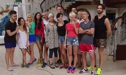 Isola dei Famosi 2015, salta la prima puntata causa maltempo: Catherine Spaak lascia?