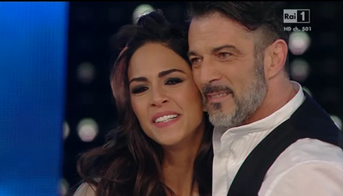 Sanremo 2015, Rocío Muñoz Morales e l'omaggio a Mango – FOTO
