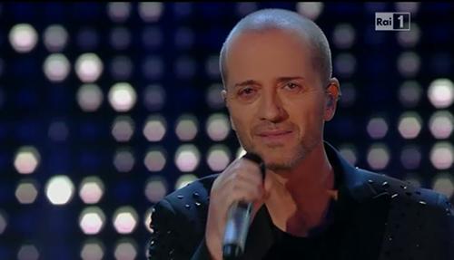 "Sanremo 2015: Raf preoccupa i fan, salta l'esibizione di stasera? ""Ci sarò"""