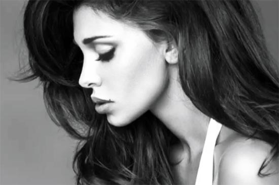 María Belén alias Belén Rodriguez incide il suo primo singolo: 'Amarti è folle' – VIDEO