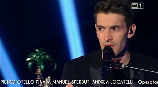 """Sanremo 2015: Giovanni Caccamo vince la categoria Nuove Proposte con """"Ritornerò da te"""" – FOTO e VIDEO"""