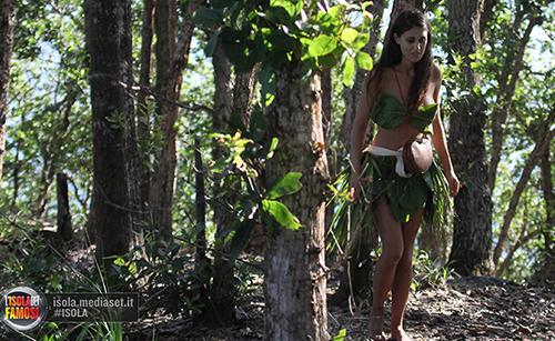 Isola dei Famosi 2015: Cecilia Rodriguez a Playa Desnuda e i messaggi della sorella Belen – FOTO