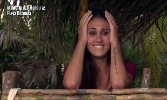 Isola dei Famosi 2015 prima puntata, le cioce di Valerio Scanu e l'acne di Melissa P., per la serie: Italia senza argomenti