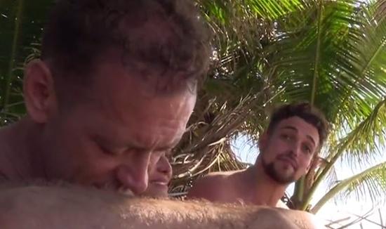 """Isola dei Famosi 2015, lite tra Rachida e Valerio Scanu: """"Sei pazza!"""", Rocco Siffredi la difende"""