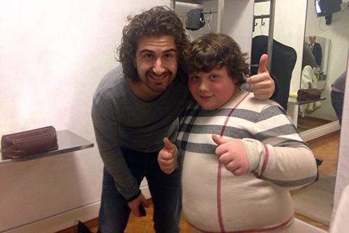 Sanremo 2015, Alessandro Siani fa ironia su un bambino obeso, è un attore del suo film? Ecco la verità – FOTO