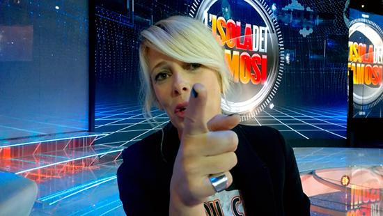 Isola dei Famosi 2015, Alessia Marcuzzi e il Bacio di Giuda: 'Sospettosi sempre pronti ad attaccare e puntare il dito!'