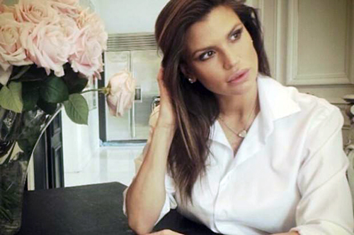 Claudia Galanti, l'intervista a Verissimo dopo la morte della figlia: Selvaggia Lucarelli la critica